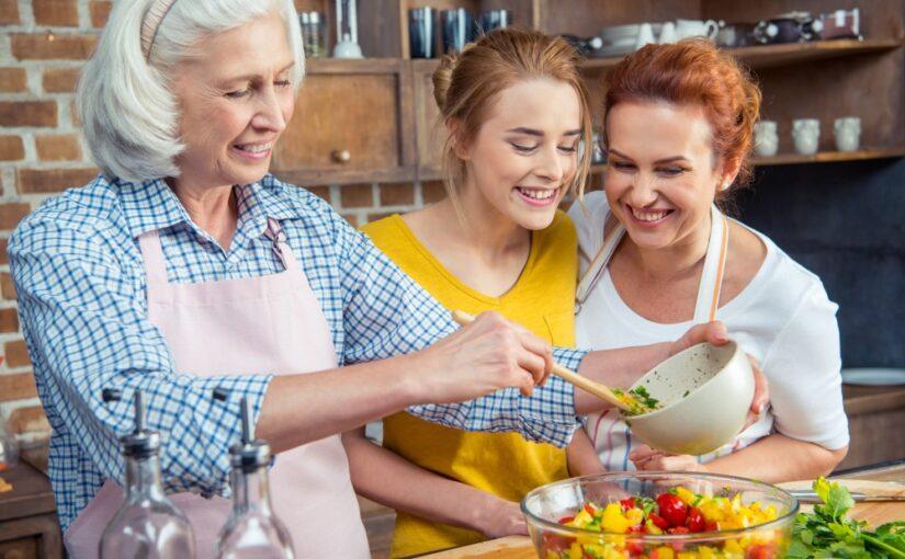 Familie i køkkenet